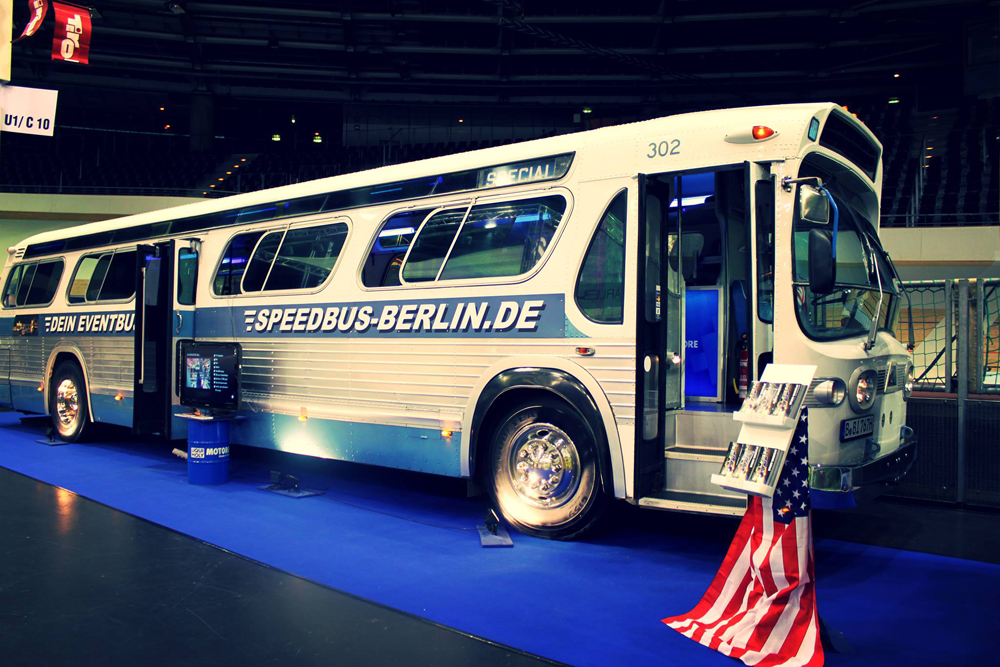 Hen party bus tour and male strip show - Berlin-Dreamboys.com